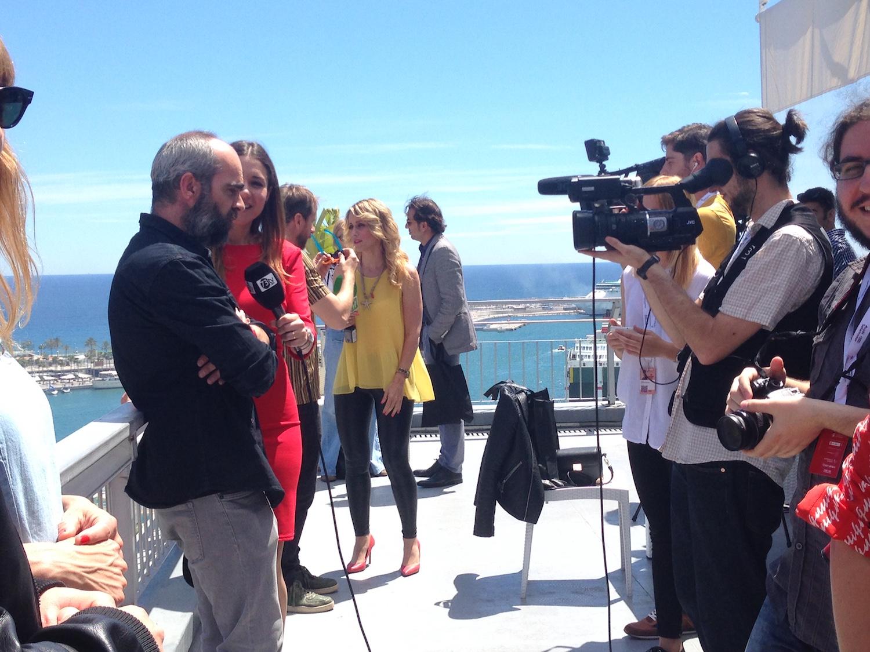 Luis Tosar atendiendo a la prensa